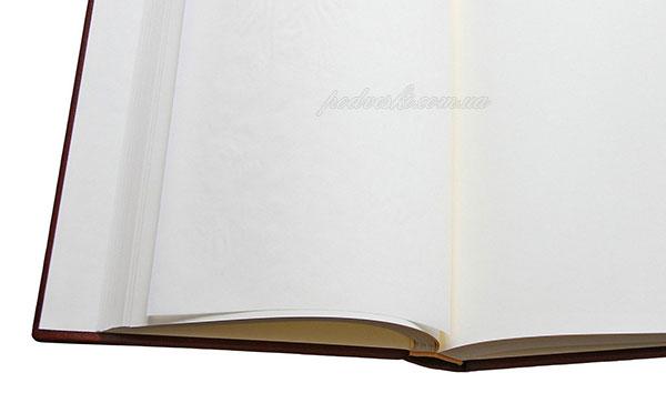 внутренний блок фотоальбома в кожаной обложке Лртосы