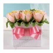 Букет из конфет Дольче вита (желто-розовые розы)