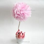 Розовый пушистый топиарий с бабочками