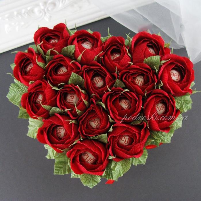 букет из конфет подарок свадебный сердце